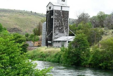 A Brief History of Maupin, Oregon